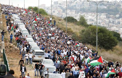 تظاهرة شعبية حاشـدة في أُم الفحم استنكاراً لقـرار حكومـة نتنياهـو حظـر الحركة الإسلامية