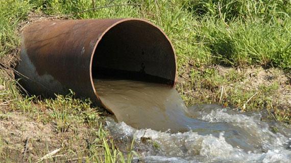 مياه الصرف الصحي تنساب عشوائياً في وادي بيت حانون والبحر