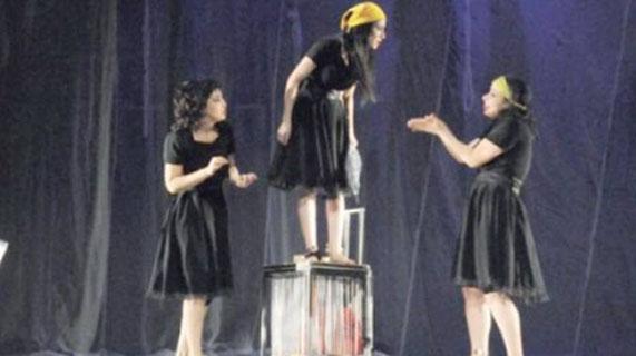 الثلث الخالي الجزائر تقدم مسرح المرأة بشكل إبداعي يثير الفكر والمشاعر