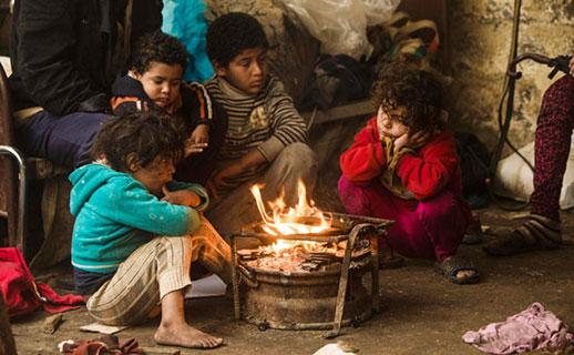 عام دراسي جديد بملابس قديمة ودون قرطاسية في مخيم جباليا